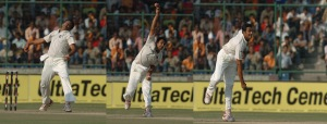 BOUNCING LEG SPINNER: Anil Kumble in his wrist spin bowling action during the 4th day of the 3rd Cricket Test match between India & Australia at Ferozeshah Kotla Stadium in New Delhi on November 1, 2008.