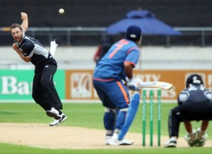 ITALIAN GUILE: New Zealand's Daniel Vettori, of Italian roots, bowls one of his left-arm off spin (left-arm orthodox) delivers to Indian captain Mahendra Singh Dhoni.