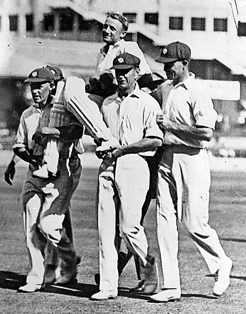 Don Bradman is carried by his team-mates after scoring a record 452, New South Wales v Queensland, Sheffield Shied, 7th match, SCG, January 6, 1930 ©Getty Images