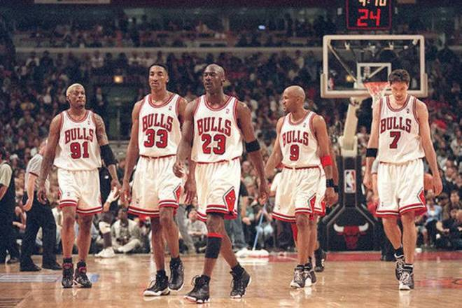 The 1995-96 Chicago Bulls holds the all-time single season winning record of 72-10. The Golden State Warriors with a 15-0 start to the 2015-16 season have reasonable chance of equalling or eclipsing the record.