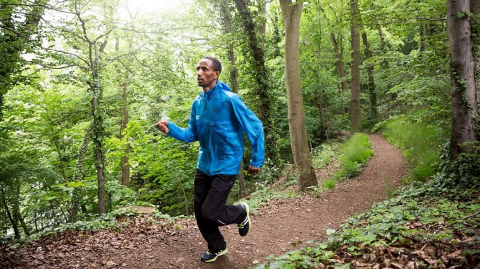 Yonas Kinde runs in a wooded area during a training session near the National Insititute of Sports in Luxembourg. © UNHCR/Gordon Welters