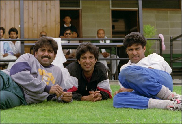 Pakistani cricketers (L-R) Javed Miandad, Wasim Akram and Waqar Younis (Photo credit: DAVID CALLOW/AFP/Getty Images)