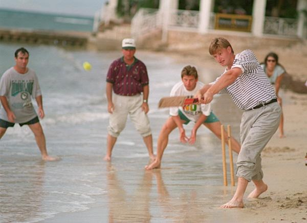 Ernie Els: Cricket Ernie Els played beach cricket in Jamaica with fellow pros Craig Parry, Mark McCumber and Nick Price at the Johnnie Walker World Championship of Golf in 1994. A natural athlete, Els excelled in tennis, rugby and cricket as a youngster in South Africa.
